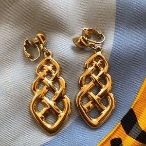 Jewelry - Clip on vintage gold drop lattice earrings